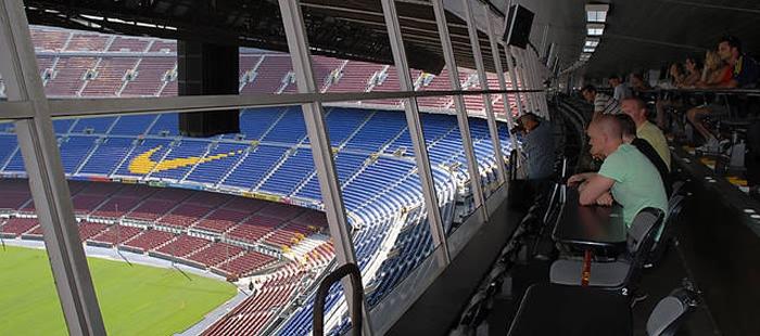 Na zwiedzających czeka wysłuchanie 15 komentatorów z całego świata  nagranych w loży na Camp Nou podczas dni meczowych. ae3133d423f